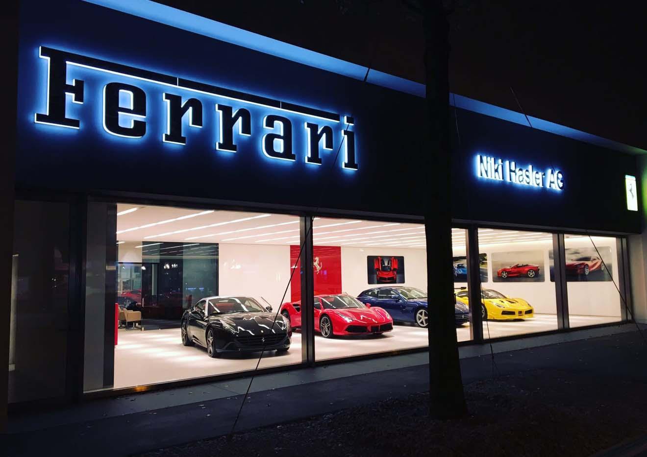 Aussenansicht Beleuchtung Ferrarigarage Niki Hasler