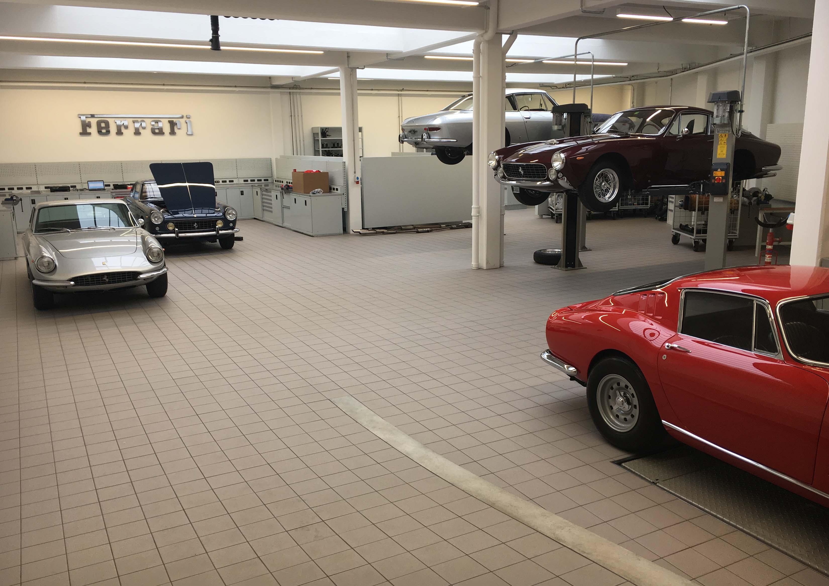 Ferrari Werkstattbeleuchtung